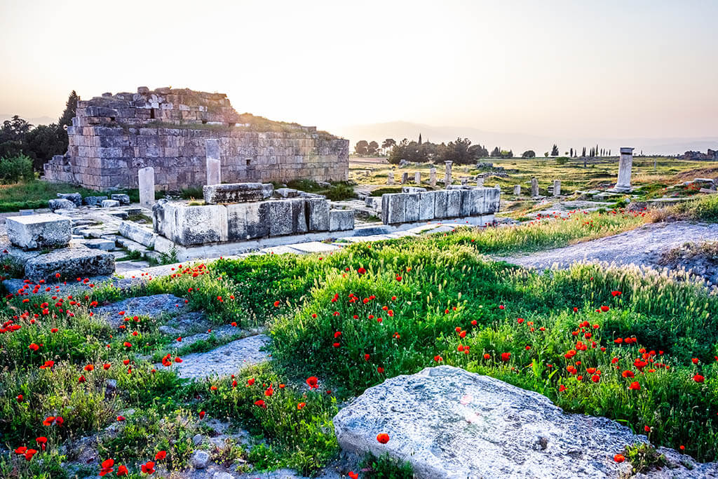 Places to see in Pamukkale: Hierapolis