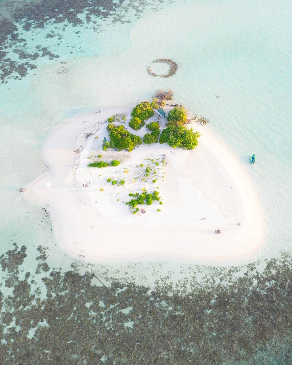 Remote Island nearby Omadhoo