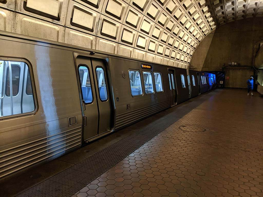 A metro car arriving in the metro station in Arlington Virginia